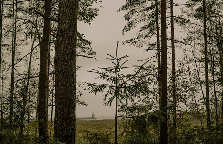ранняя осень. вид на часовню и залив от шале N2